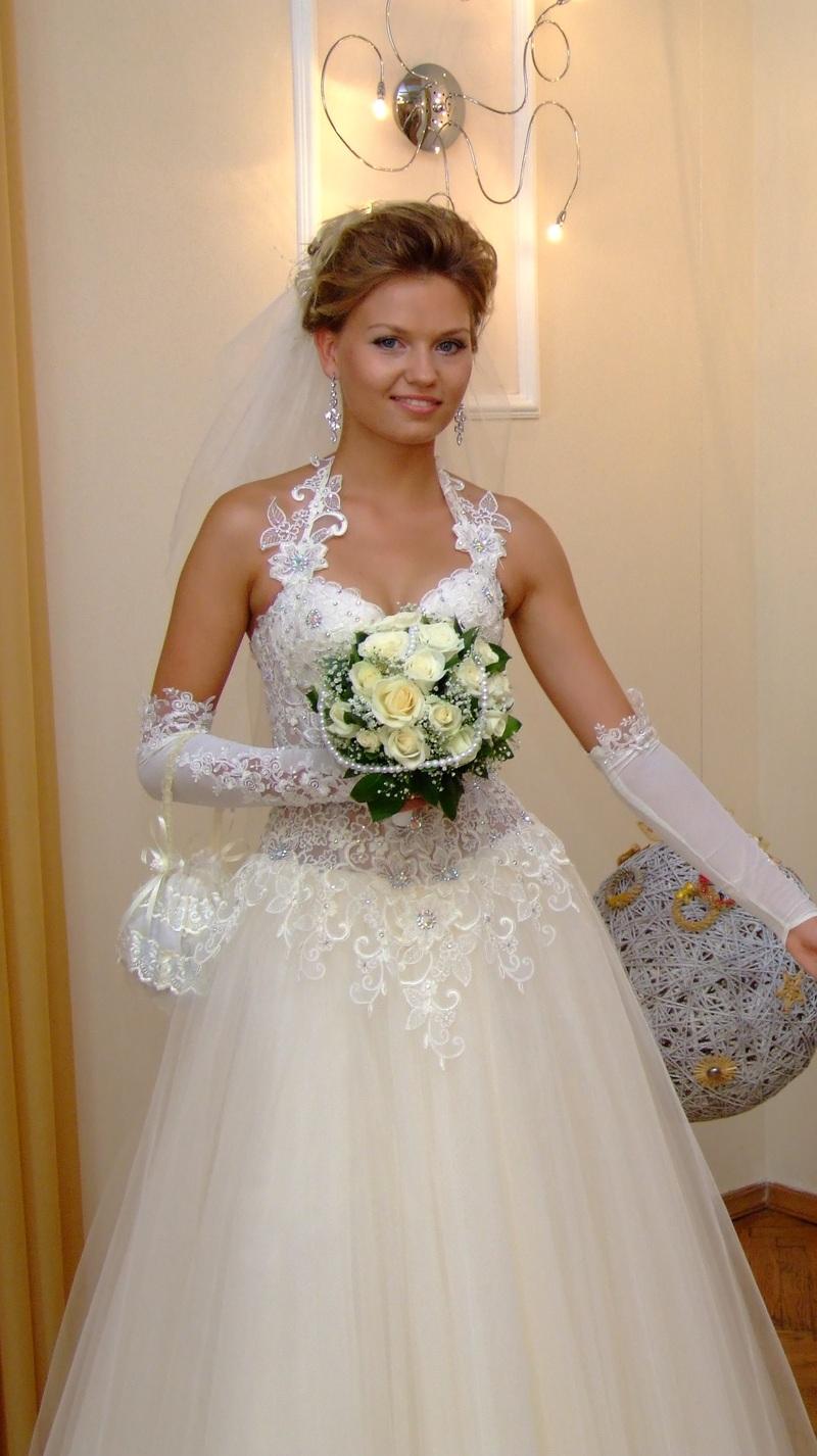 Свадебное платье из 7 юбок (без колец) расшитый верх цельное очень кр