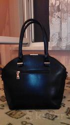новая черная сумка сручкой